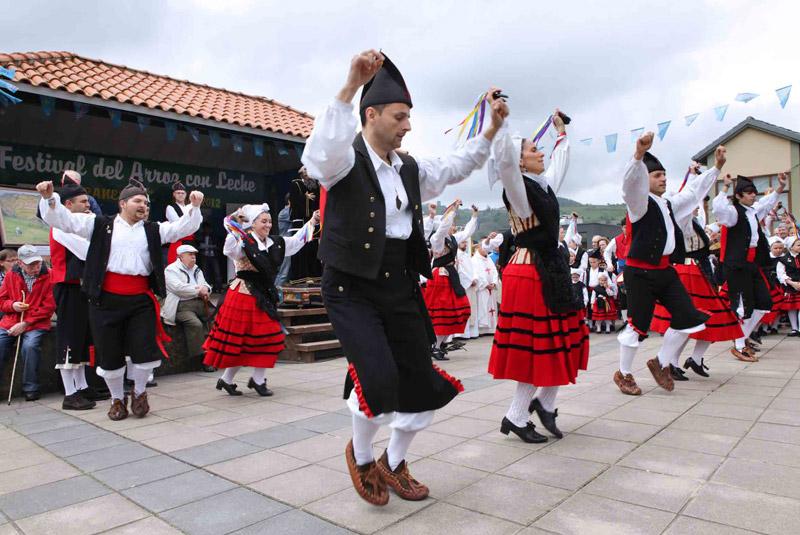 prima africano bailando en Oviedo