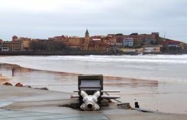 Destrozos muro de Gijón